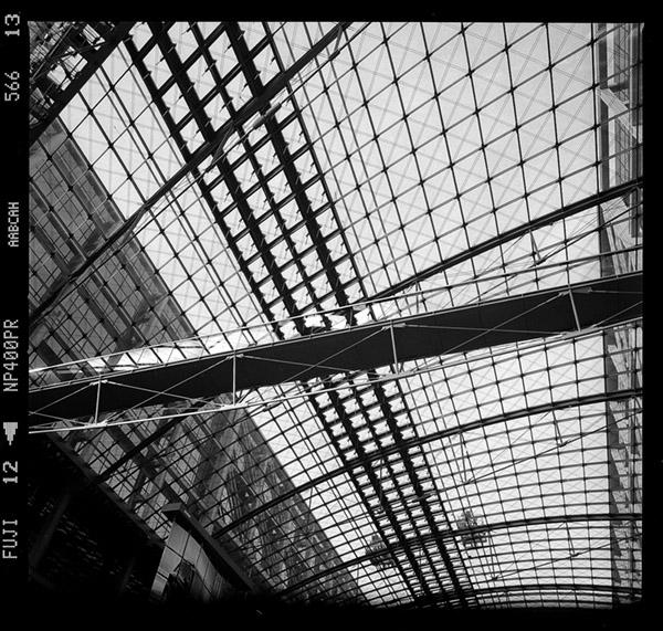 Dachstruktur und Tragwerk des Tonnendach am Hauptbahnhof Berlin ehem. Lehrter Bahnhof, Haupthalle, Südlicher Abschnitt - © bildraum-f   fotografie