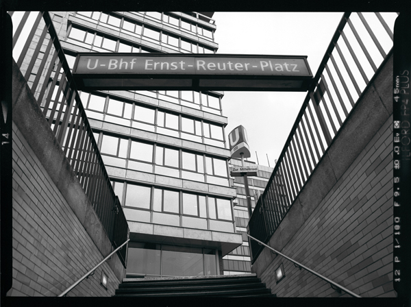 Ernst Reuter Platz   Treppenaufgang U-Bahnhof