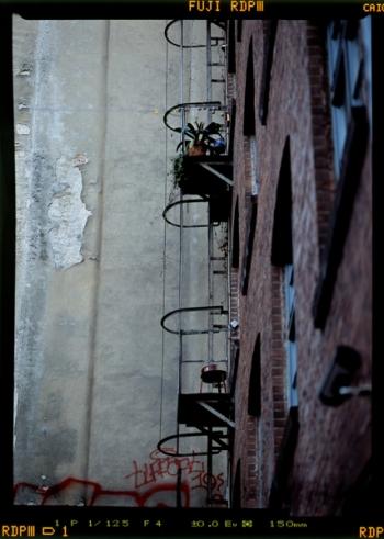Durch Mieter in Besitz genommen Feuertreppe, Hinterhof an der Schlesischen Strasse - © bildraum-f | fotografie