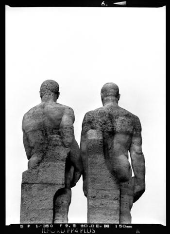 Berliner Olympiastadium am Marchfeld, Diskuswerfer Skulptur aus Travertin von Karl Albiker, Berlin - © bildraum-f   fotografie