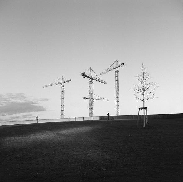 Berlin Babylon - Nachtrag 2014, Ein Wald von Baukränen am Humboldthafen, Alexanderufer, Blick vom Spreebogen - © bildraum-f | fotografie