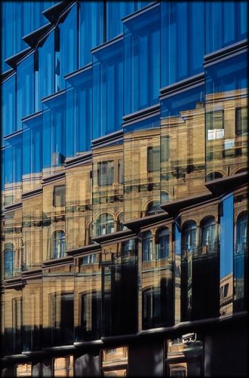 dekonstruktion eines architektonischen Spiegelbildes in der Doroteenstraße / Luisenstraße, Berlin Mitte - © bildraum-f | fotografie