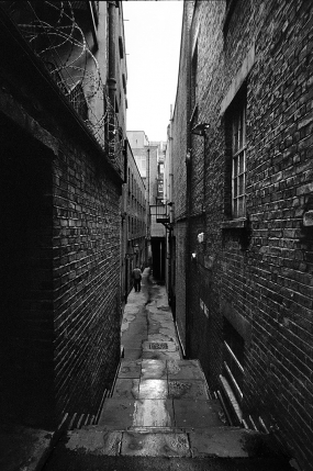 Finstere Gasse in der City of London, Lumley Court, WC2E 7NG, Covent Garden - © bildraum-f | fotografie