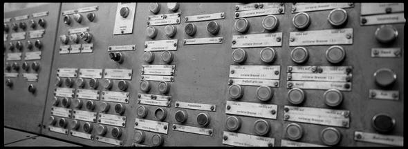 Schaltraum der Bestückungsanlage im Stahlwerk Industriemuseum Brandenburg - © bildraum-f | fotografie