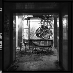 Einblick in den völlig zerstörten Operationsraum der chirurgischen Abteilung. Beelitz Heilstätten - © bildraum-f   fotografie
