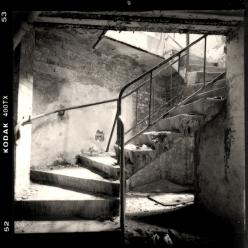 Kellertreppe zum zentralen Baderaum des Badehauses in der Lungenheilanstalt Beelitz, Brandenburg - © bildraum-f | fotografie