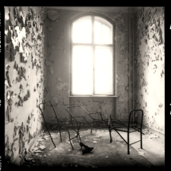 Patientenzimmer Im Frauentrakt der Lungenheilanstalt Beelitz, Brandenburg - © bildraum-f | fotografie