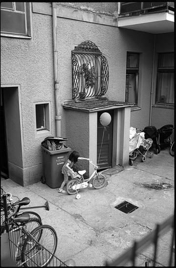 Kindertraum(a) | Hinterhof in Tempelhof, Kein Platz für Kinder - © bildraum-f | fotografie