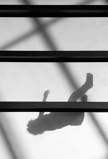 Trügerisches Abbild - fallende Schatten - © bildraum-f | fotografie