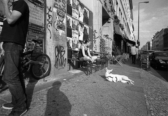 Kreuzberg in der Oranienburger Strasse um 12 Uhr Mittags, 30Grad im Schatten, Hundstage in Berlin, Kreuzberg - © bildraum-f | fotografie