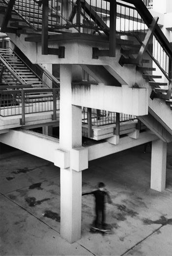 Kindertraum(a) - Spielplatz Betonwüste, Architektur der 70er Jahre  - © bildraum-f | fotografie