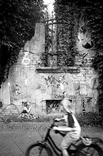 Traumgarten, Streetart und Reste einer (Kriegs)ruine in der Naunynstrasse, Berlin Kreuzberg - © bildraum-f   fotografie