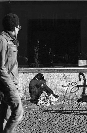 Strassenkind in Kreuzberg, plakatives Paste-UP in der Schlesischen Strasse - © bildraum-f | fotografie